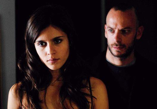 Gleich zappelt er an meiner Leine! Elena (Chiara Chiti) und ihr neuer Lehrer (Filippo Nigro)