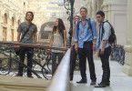 Fassungslos: Fünf Freunde in Moskau