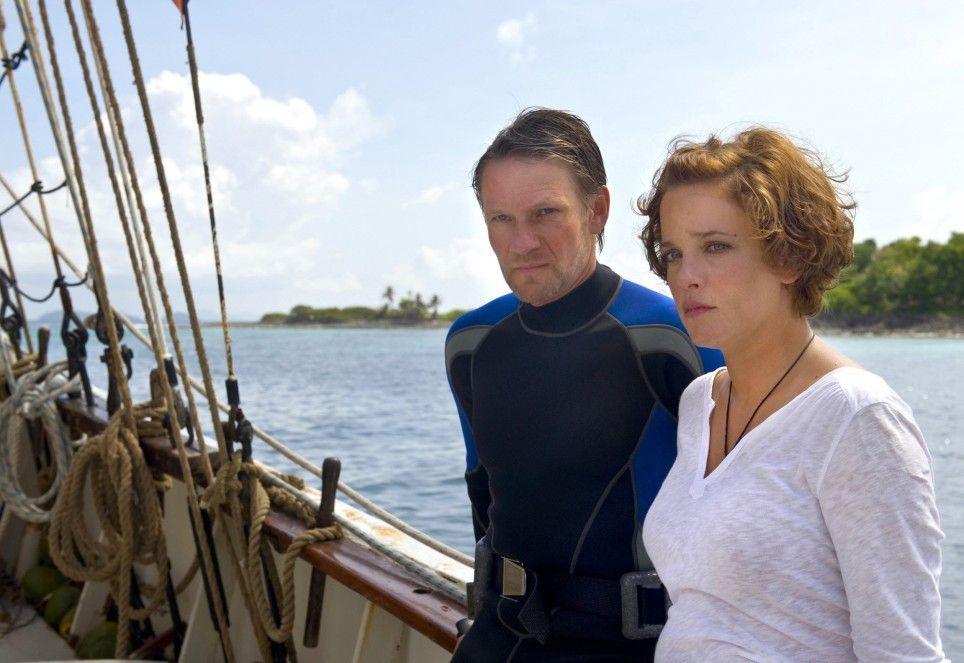 Wieder keinen Schatz gefunden! Claudia (Muriel Baumeister) und Skipper Rick (Thure Riefenstein) sind enttäuscht