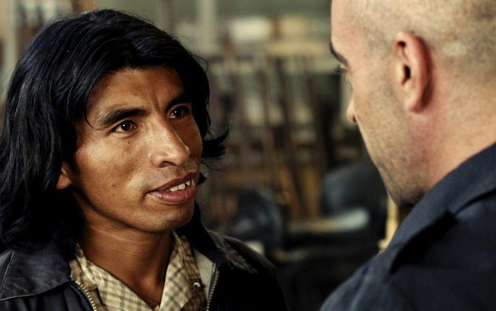 Der Hauptdarsteller und der Produzent - Carlos Aduviri hat eine Unterredung mit Luis Tosar