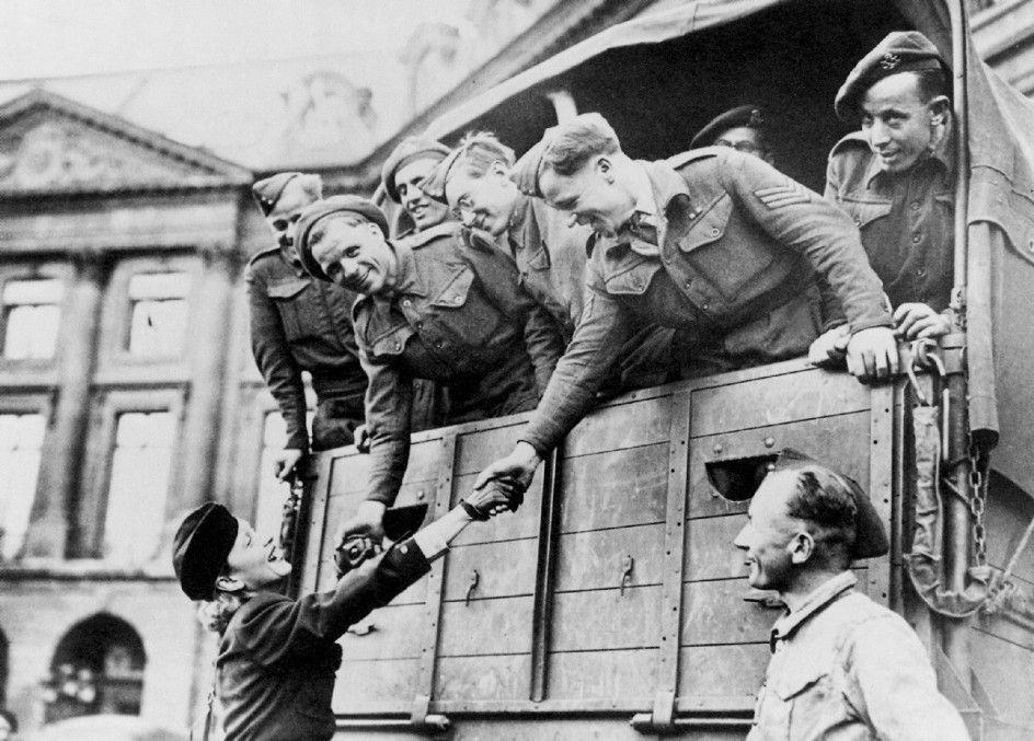 Truppenbetreuerin erster Güte: Marlene Dietrich in Uniform