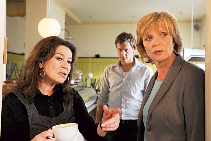 Auf der Suche nach dem Täter: Ulrike Kriener (r.) mit Hannelore Elsner