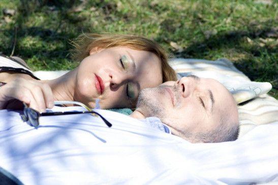 Entspannung beim Picknick: Susanne Lothar und Ulrich Mühe