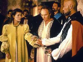 So nehm ich dich zum Weibe! Laurence Fishburne (r.) und Irène Jacob