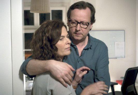 Andreas (Matthias Brandt) ist von der Affäre seiner Frau (Barbara Auer) alles andere als begeistert