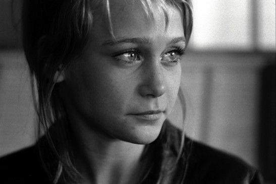 Annika (Ann-Sofie Kylin) ist zum ersten Mal verliebt ...