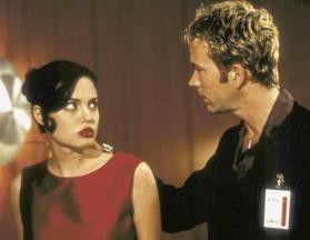 Ich hab nichts mit dem Chirurgen! Angelina Jolie  und Timothy Hutton