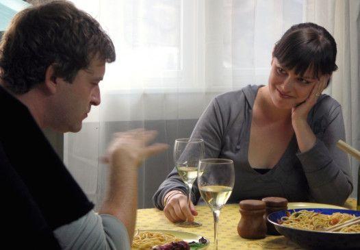 Wir wollen da so einen Film drehen! Andrew (Joshua Leonard) spricht mit seiner Fra Anna (Alycia Delmore)