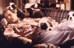 Ein Schäferstündchen auf der Couch - Charles Grodin  mit Bernhardiner-Welpen