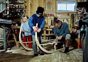 Vorbereitung auf den Winter: mit dem Hornschlitten wird das gedroschene Heu ins Tal transportiert