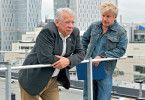 Fromm (Peter Lerchbaumer, l.) vertraut Dellwo (Jörg Schüttauf) an, dass er in Rente gehen will