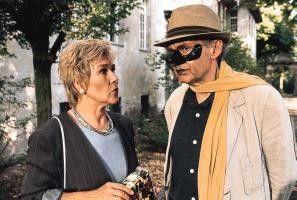 Die Maske trage ich nur, damit ich den Alkohol  nicht rieche! Harald Juhnke und Jutta Wachowiak