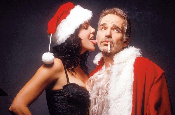Netter Weihnachtsengel! Billy Bob Thornton als Weihnachtsmann scheint eher gelangweilt