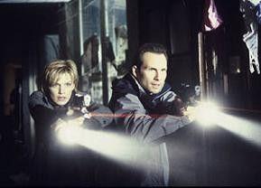Ernste Gefahr: Kathryn Morris und Christian Slater
