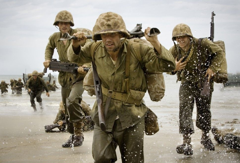 Die unmenschlichen Anstrengungen stehen den Soldaten in die Gesichter geschrieben