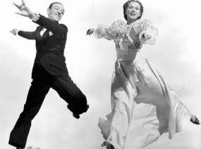 Steptänzer Johnny (Fred Astaire) verliebt sich in Clare (Eleanor Powell)
