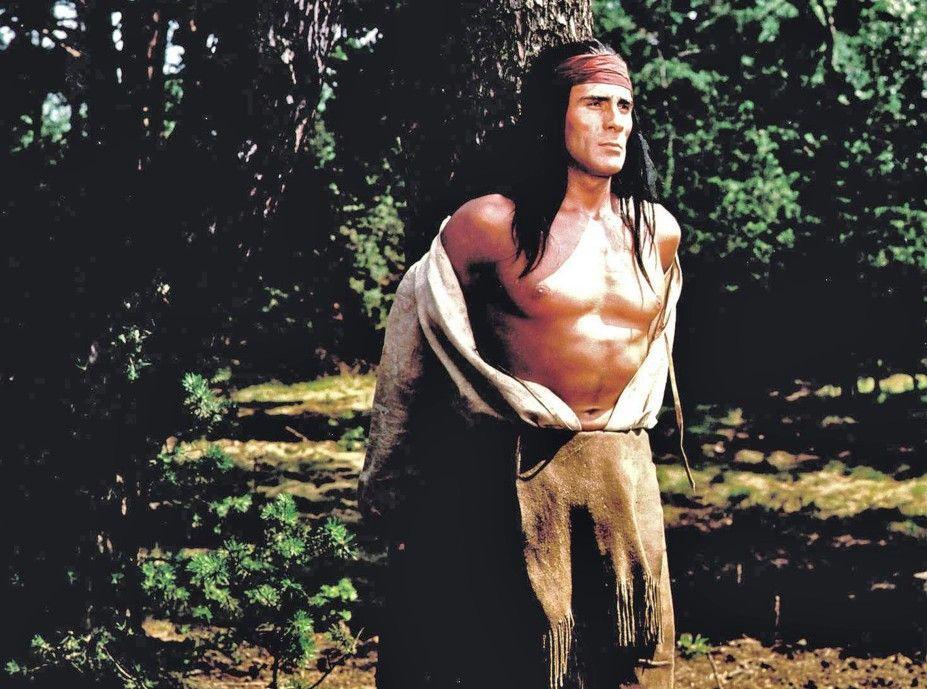 Ulzana (Gojko Mitic) ist in eine Falle der weißen Trapper geraten