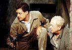 """In Gefahr: der britische Journalist Fowler (Michael Caine, r.) und """"der stille Amerikaner"""" Pyle (Brendan Fraser)"""