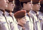 Klein, aber oho! Goldie Hawn steht beim Militär ihren Mann