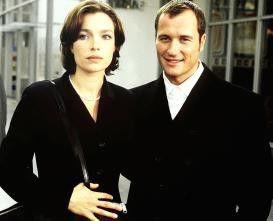 Die Aufgeblühte (Aglaia Szyszkowitz) und der  Callboy (Markus Knüfken)