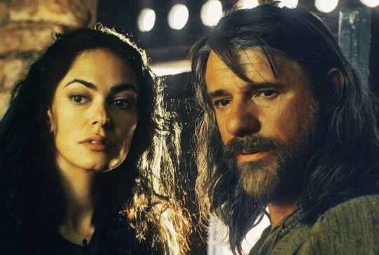 Thomas (Ricky Tognazzi, mit Maria Grazia Cucinotta) zweifelt, ob Jesus der Messias war