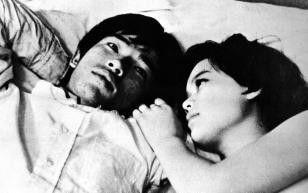 Erleben die Wirren der Liebe - Kuniko Ishii (r.)  und Akio Takahashi