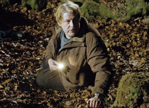 Wallander (Rolf Lassgård) tappt noch im Dunkeln