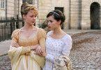 Isabella (Carey Mulligan, l.) hat große Pläne mit Catherine (Felicity Jones). Sie will die Freundin mit ihrem Bruder verkuppeln ...