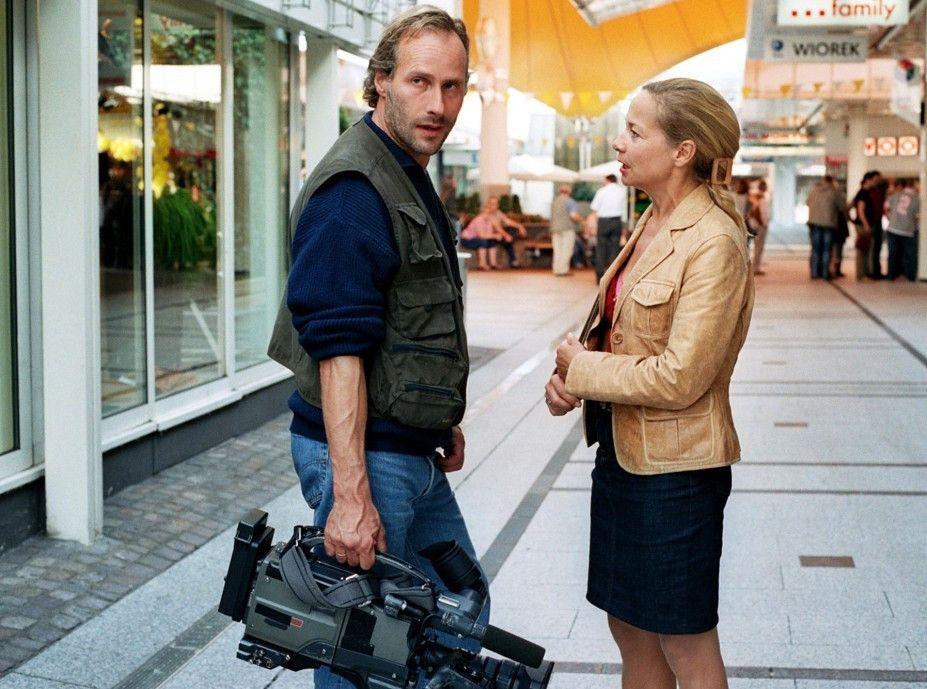 Dieter (Wolfram Koch, mit Susanne Marie Wrage) sucht eine aufregende Story