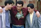 Jimmy (Robert De Niro, M.) nimmt Henry (Christopher Serrone, l.) und Tommy (Joe D'Onofrio) unter seine Fittiche
