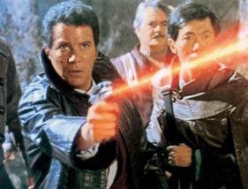Nimm dies, Schurke! William Shatner als Kirk im  Einsatz
