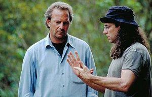 Vier plus zwei sind wie viel? Regisseur Tom Shadyac (r.) macht Kevin Costner ratlos