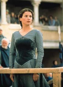 Julia Ormand im feschen Mittelalter-Dress