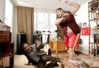 Boxer und Bodyguard Ayhan (Ata Demirel) weiß sich natürlich zu wehren
