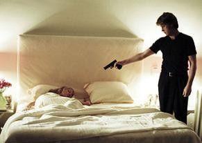 Preacher (Peter Paul Muller) schreckt auch vor Waffengewalt nicht zurück