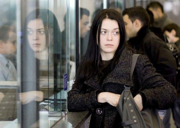 Niemand ahnt etwas von Aleksandras (Nina Ivanisin) Nebenerwerb