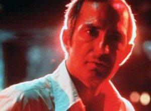 Nachtclubbesitzer Cosmo Vitelli (Ben Gazzara) hat Spielschulden und wird von der Mafia gezwungen, einen Auftragsmord auszuführen