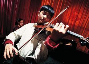 Und der Geiger geigt sich einen... Tang Ru-yun als Xiao
