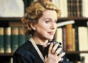 Frankreichs Film-Diva Catherine Deneuve in der Rolle der  Marie Bonaparte