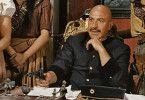 Und jetzt hoch mit den Flossen! Pancho Villa (Telly Savalas) regiert mit dem Colt
