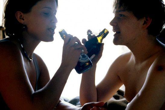 Komm, trinken wir noch 'ne Flasche! Anna von Berg und Oliver Bröcker