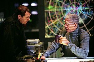 Wir müssen die Aliens killen! Morgan Freeman (r.) und Tom Sizemore