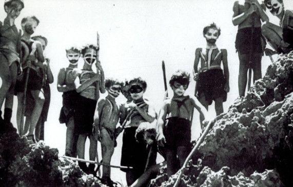 Die Kinder haben eine eigene primitive Gesellschaft gegründet
