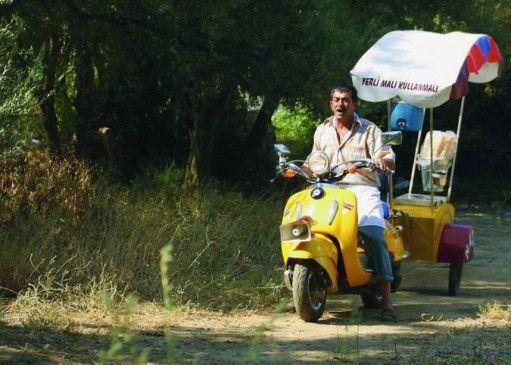 Eisverkäufer Ali und sein Eis-Mobil