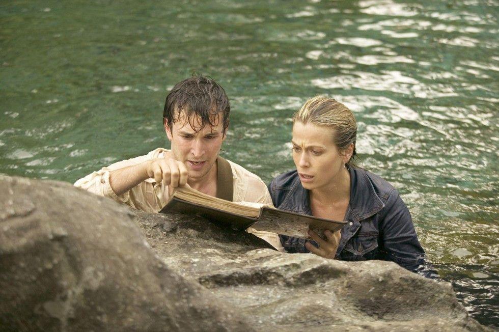 Flynn (Noah Wyle) und Nicole (Sonya Walger) suchen die heilige Lanze
