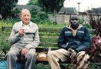 Ob wir Freunde werden können? Jan Munter und John Kon Kelei (v.l.)
