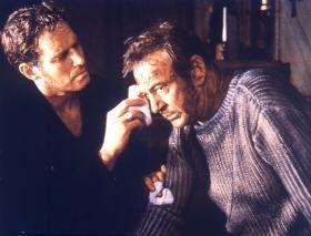 Sie haben da was am Ohr! Charlton Heston (l.) und  Gary Cooper