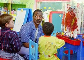 Das muss die fiese Direktorin sein! Eddie Murphy als Kindergarten-Dad