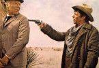 Los, bring mich zum Lachen! George Kennedy (l.) und  Frank Sinatra in einem grottenschlechten Western