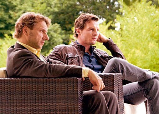 Lannert (Richy Müller, l.) und Bootz (Felix Klare) gehen mit gesundem Misstrauen in die Gespräche